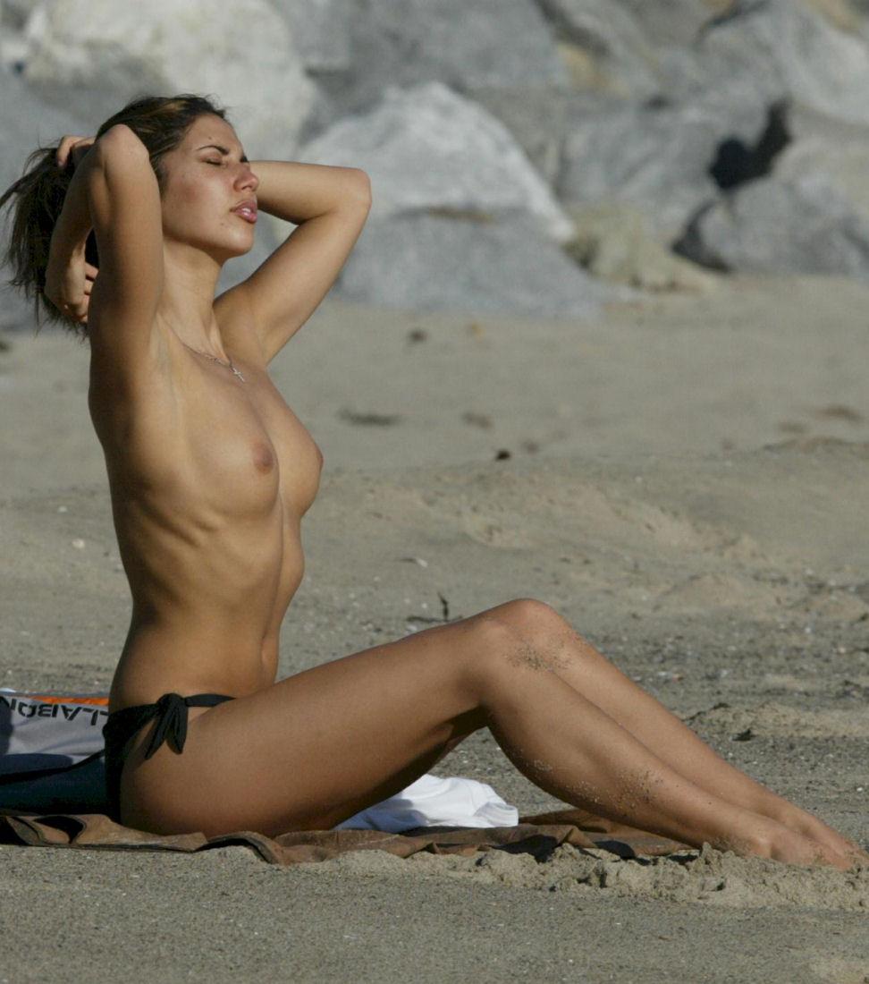 Kaley Cuoco Look Alike Nude